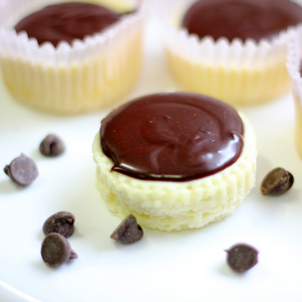 Mini Cheesecakes with Creamy Chocolate Ganache